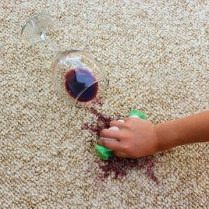 Kiömlött borban segít a Paclan szivacs